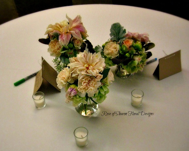 Centerpiece Peach and Plum small vases_6370177787_m.jpg