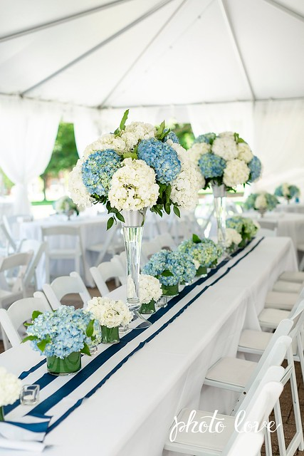 tallcenterpiece-blue&whitehydrangea