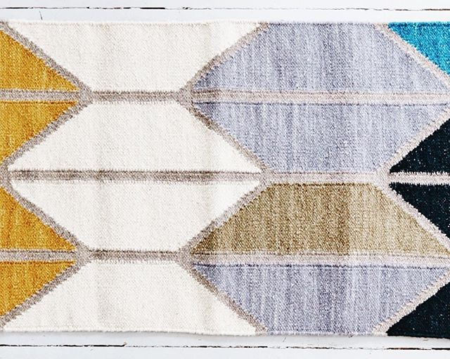 Rug 3 of 3  Beautiful complimentary of old and new. Handmade rugs using the centuries old craft of hand looming complimented by a super modern colour palette. Rug perfection 🌟  Collaboration between @hawkinsnewyork & @alyson_fox