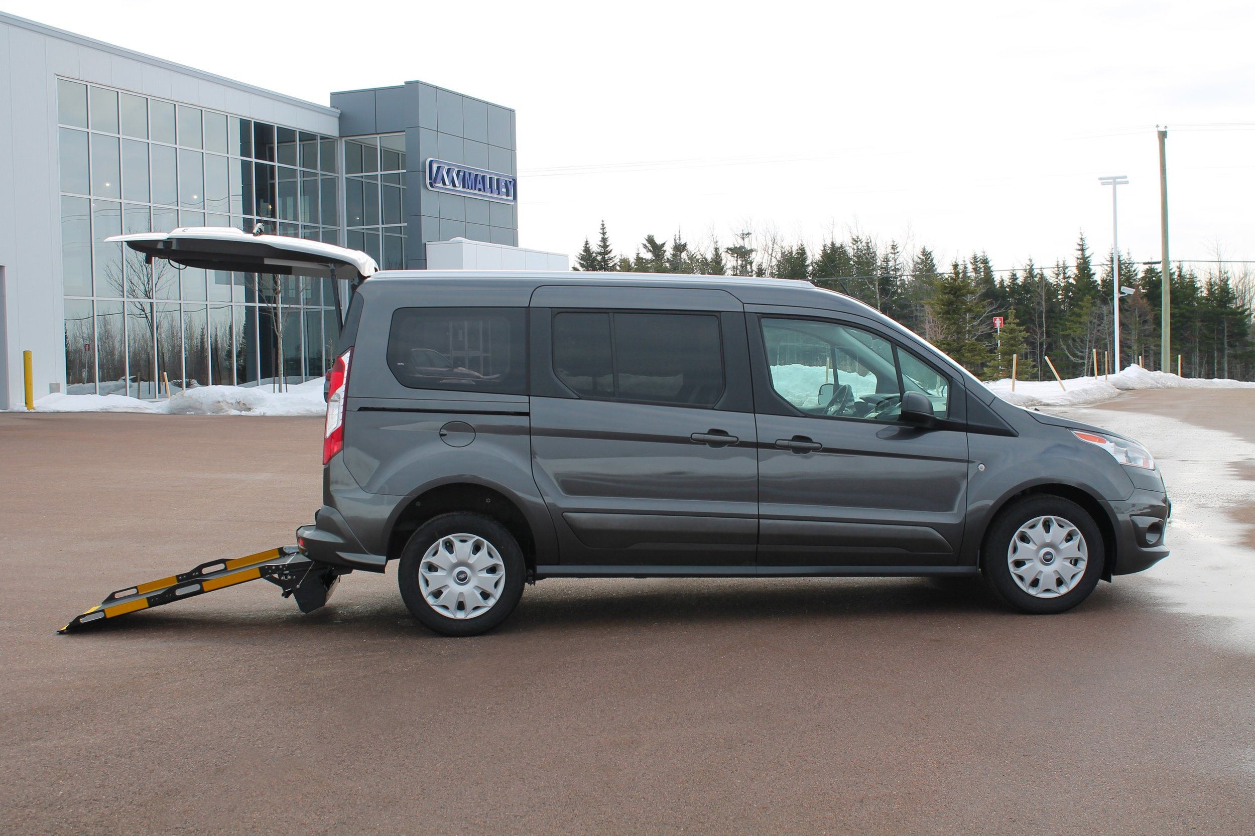 2018-ford-transit-connect-LF100257-charcoal_015.JPG
