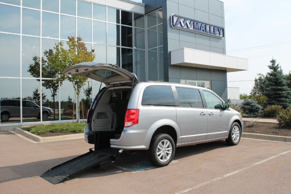 2018-dodge-grand-caravan-summerside-chrysler-rear-entry-mobility_023.JPG
