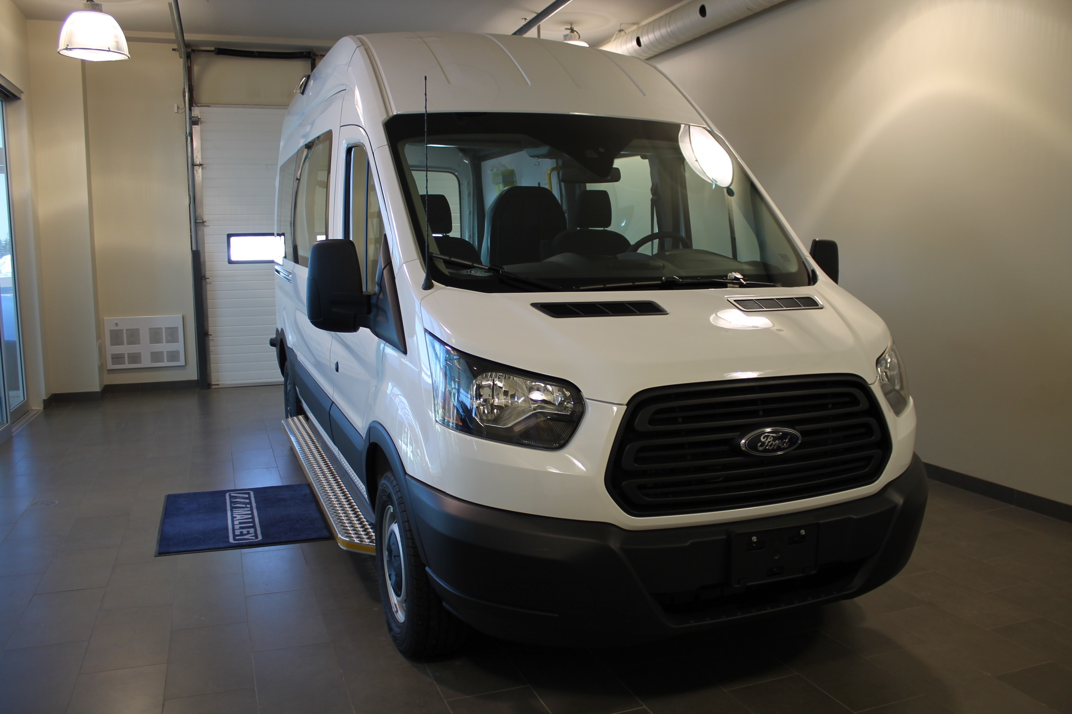 2019-ABLS0002-carrier-centers-patient-transfer-ford-transit-t250-highroof_009.JPG