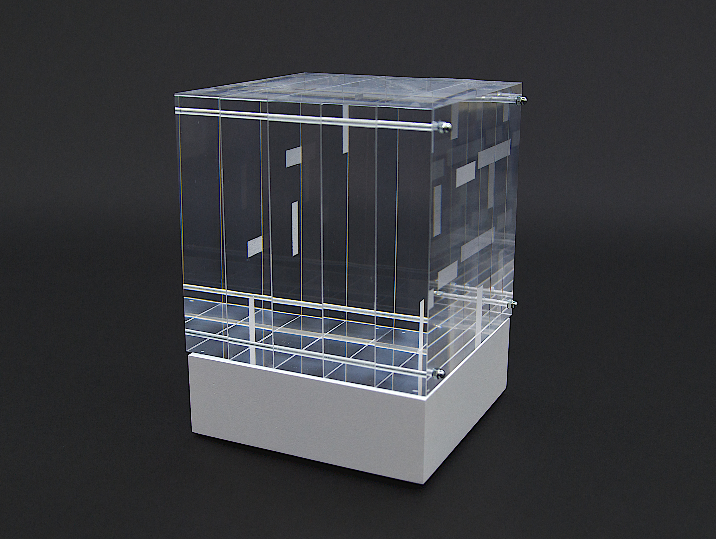 objekt nr. 06/2011 - acrylglas bemalt - 15 x 15 x 15 cmauf drehbarem sockel