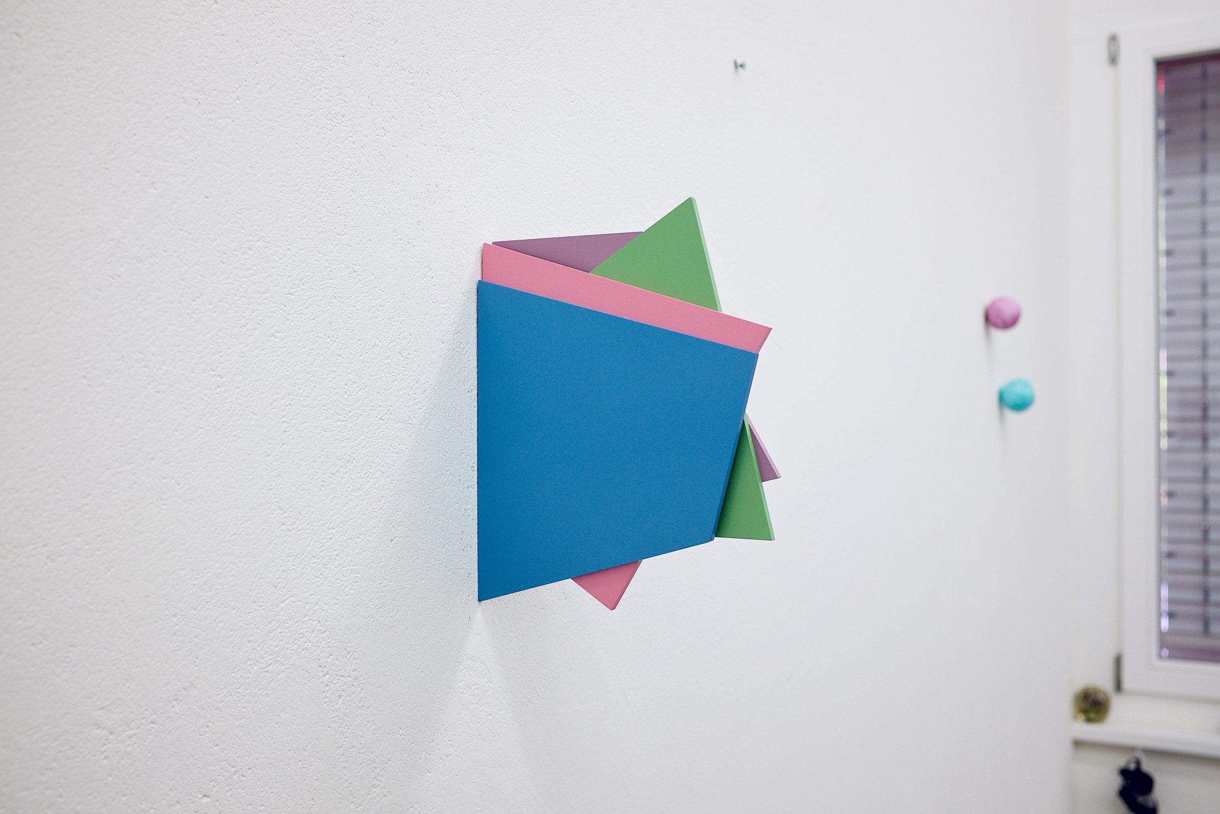 multiple nr. 2.1-4/2016 (trapez) - kunstharz auf mdf - 23 x 20 x 2 cm 180 grad drehbar