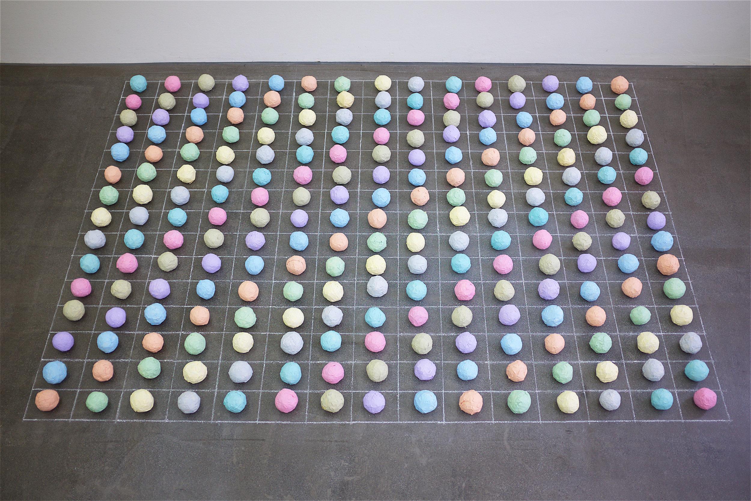 "recycling-boden-installation ""Archiv"" / 2015 - 2.10 x 1.5 m (variabel) - acryl auf malerkrepp, kreide"