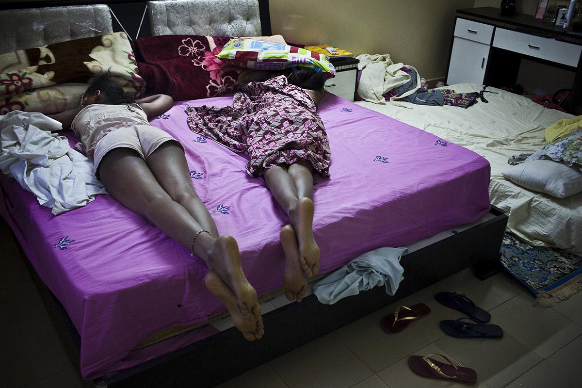 2 YOUNG AFRICAN MODELS_NIGER_FASHION_HECTOR MEDIAVILLA_01.jpg