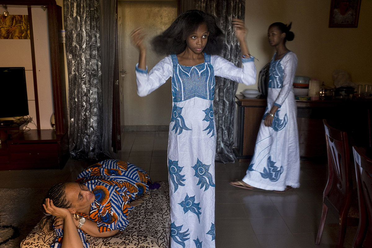 2 YOUNG AFRICAN MODELS_NIGER_FASHION_HECTOR MEDIAVILLA_06.jpg