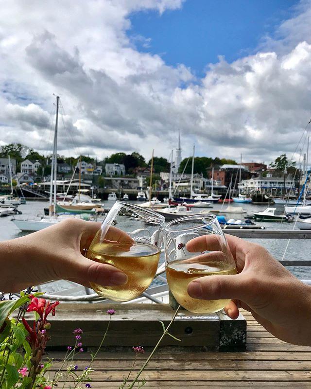 Camden ⛵️ . . #camden #rosé #maine #eatercamden #hungrysocial #family #love #happy #travel #foodandwine #eater #eeeeeats #martini #eaterchicago #socialmedia #infatuation #wine #gin #infatuationchi #happyhour #devourpower #vacation #foodporn #camdenmaine #sunday #sundayfunday #lobster #lobsterroll