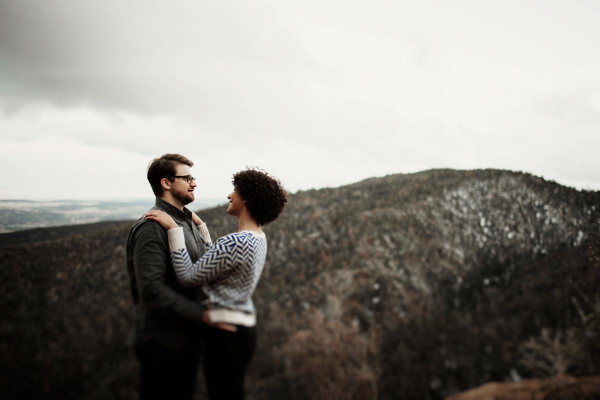 sandia-mountain-albuquerque-snow-fog-engagement-session-new-mexico-elizabeth-wells-photography
