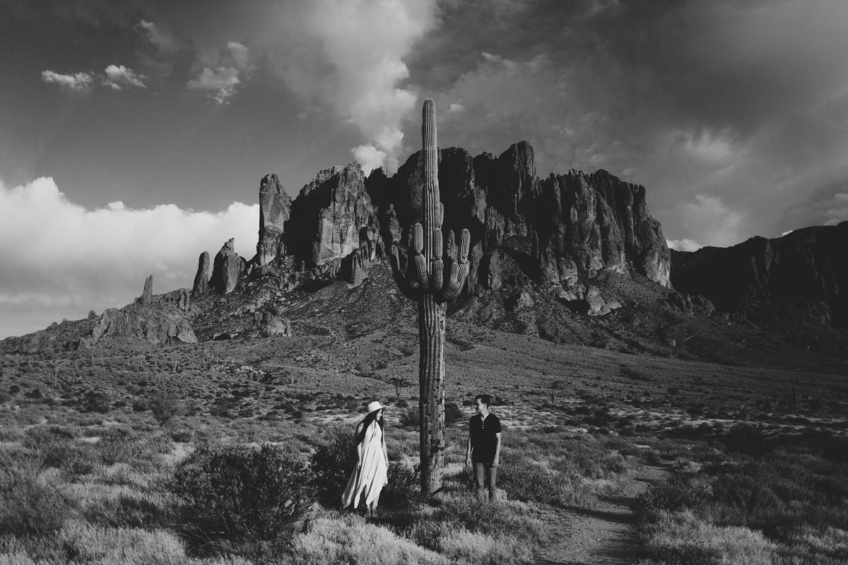phoenix-arizona-wedding-engagement-albuquerque-desert-elopement-elizabeth-wells-photography-photographer-saguaro