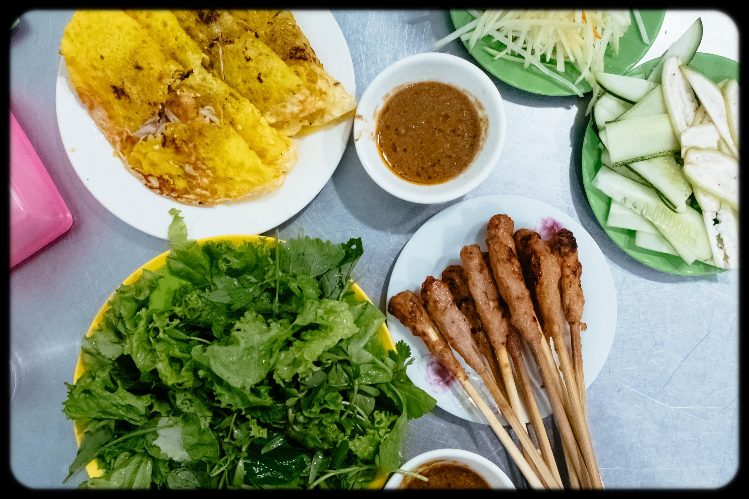 banh xeo, with pork liver peanut sauce