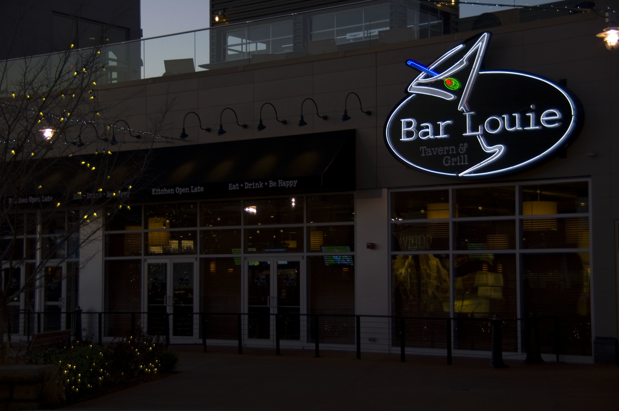 BarLouie_MainID_and_Awning_Night.jpg