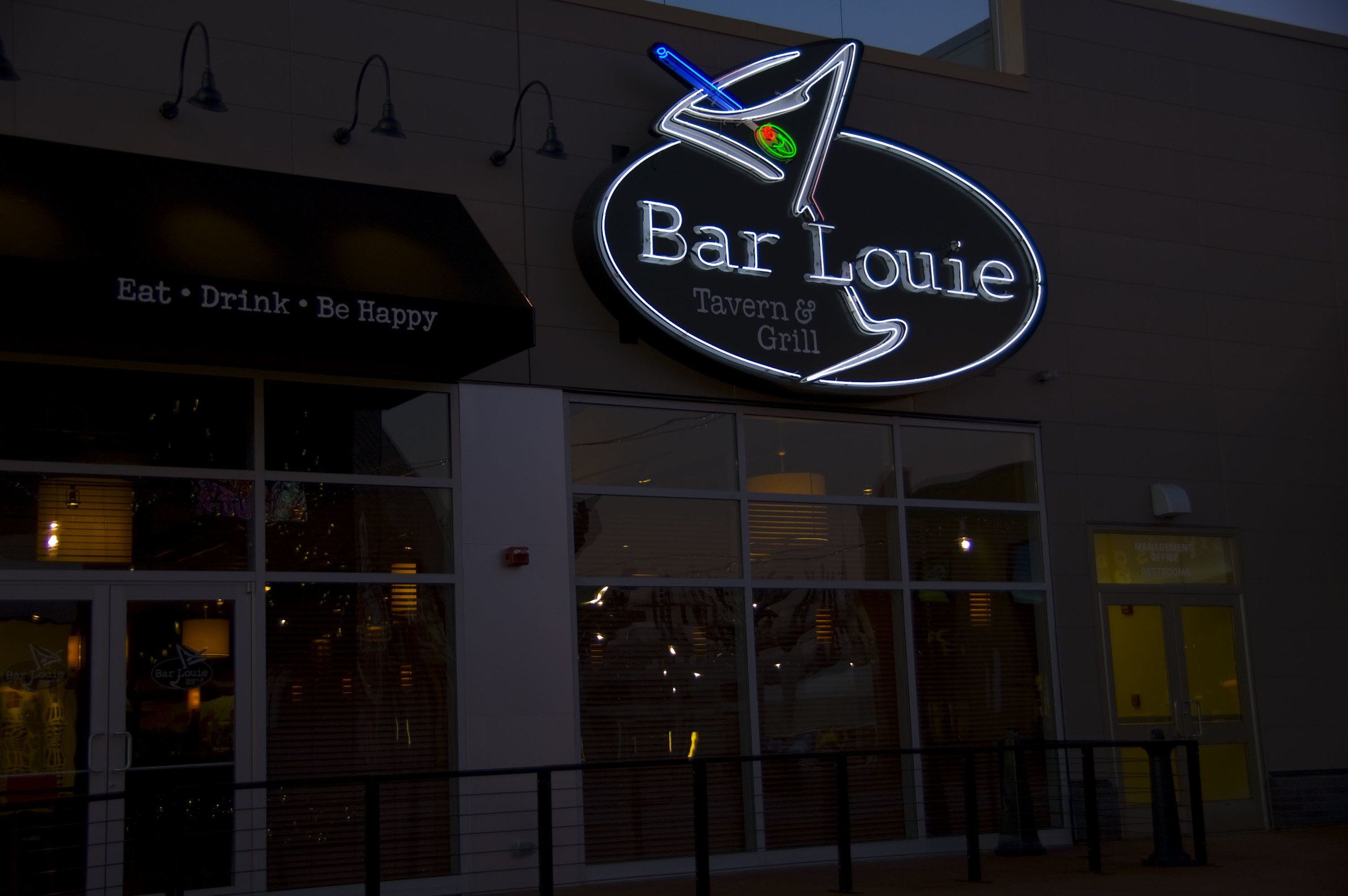 BarLouie_MainID_Night.jpg