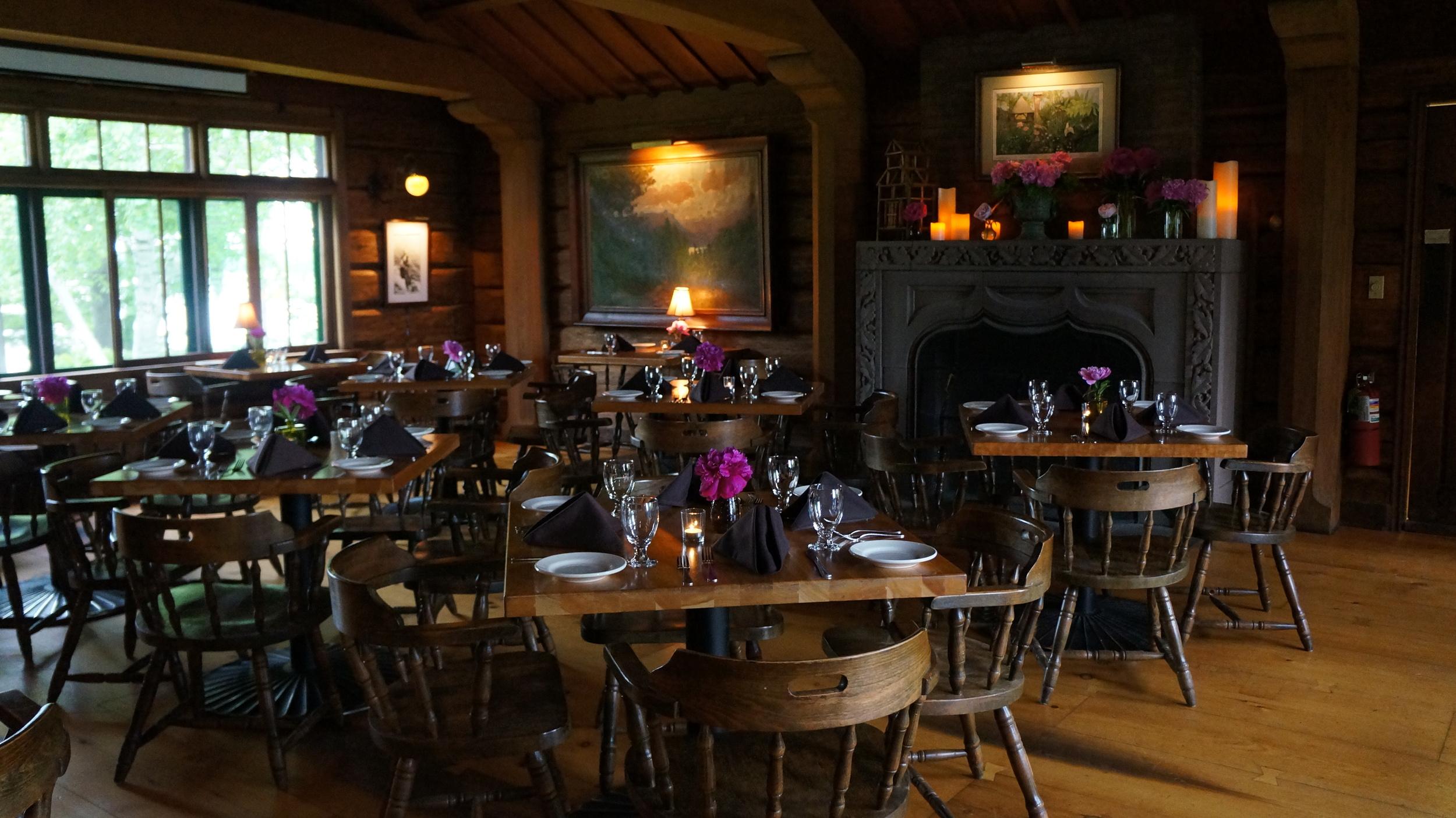 Dining Room & Bar (8).JPG