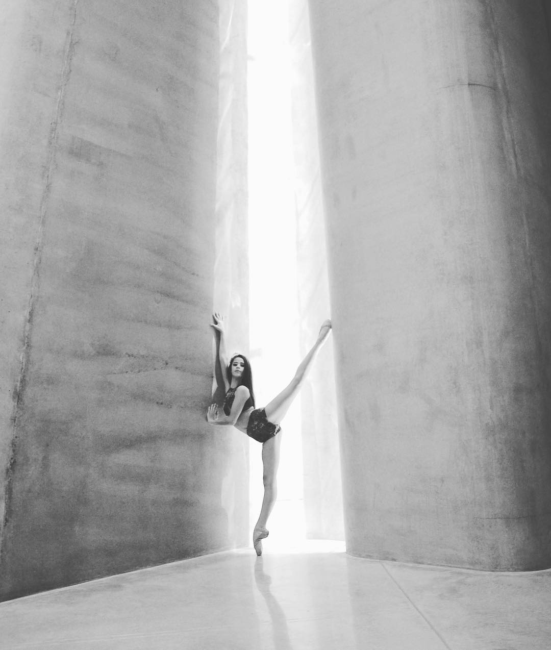 We love this recently published photo by Lisa Taylor Photography of the talented ballerina, Asia-Rose Blowfield,(@asiatheballerina)  from MEBA (@meba_ballet), shown at the Govett Brewster Art Gallery / Len Lye Centre (@govettbrewster).  The concrete 'curtain' walls seem to create the perfect backdrop for a dancer. Director, Jo Aitken (a former dancer at MEBA) was fortunate to work closely on this project as the Len Lye Centre Project Architect with Patterson Associates.