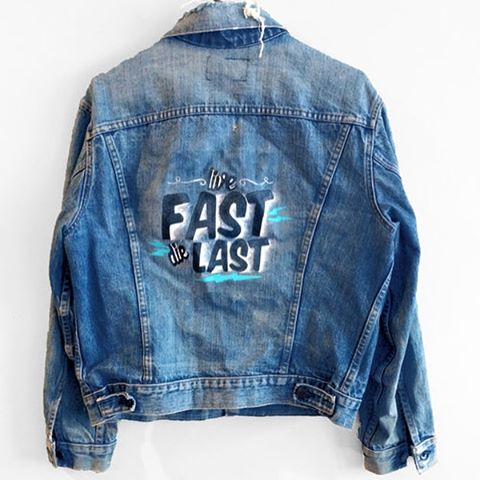 Get ready for spring with these hand painted vintage Levi's denim jacket ⚡️available now on shopblackwednesday.com  #blackwednesday #spring #denim #vintage #handpainted #denimjacket #levis #word #inspo #typography #hand #painted
