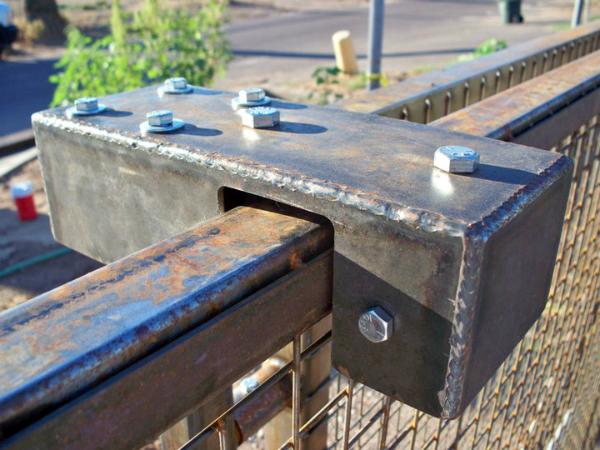 Gate roller adjustment detail