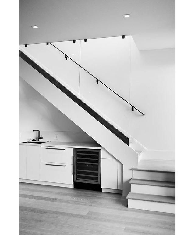 Sharp architectural elements 🔪 Design by Alexandra Owen, photo by @thekateowen. . . . . #architecture #design #moderndesign #interiordesigner #architecturephotography