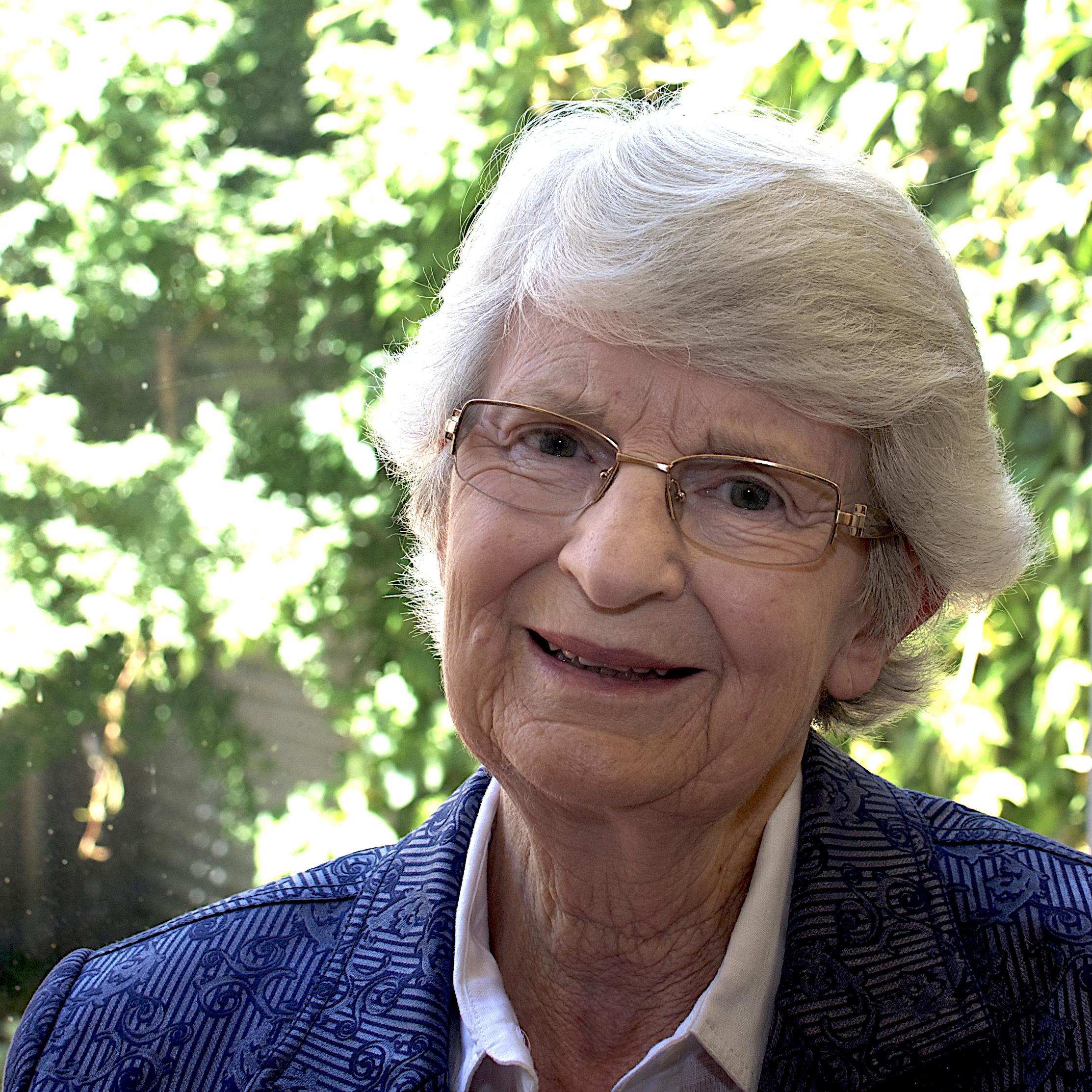 Dr Sylvia Walton