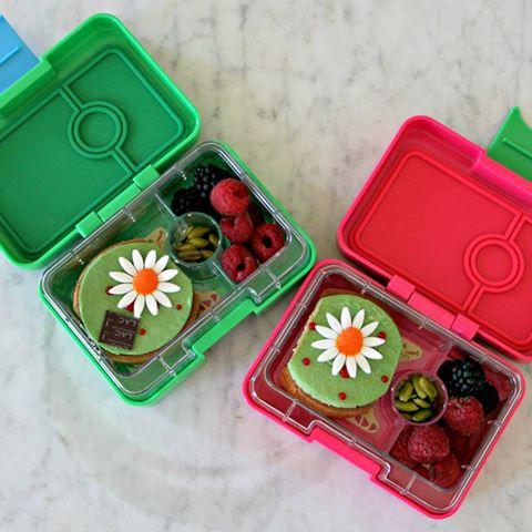 Yumbox Mini Snack Flower Cakes