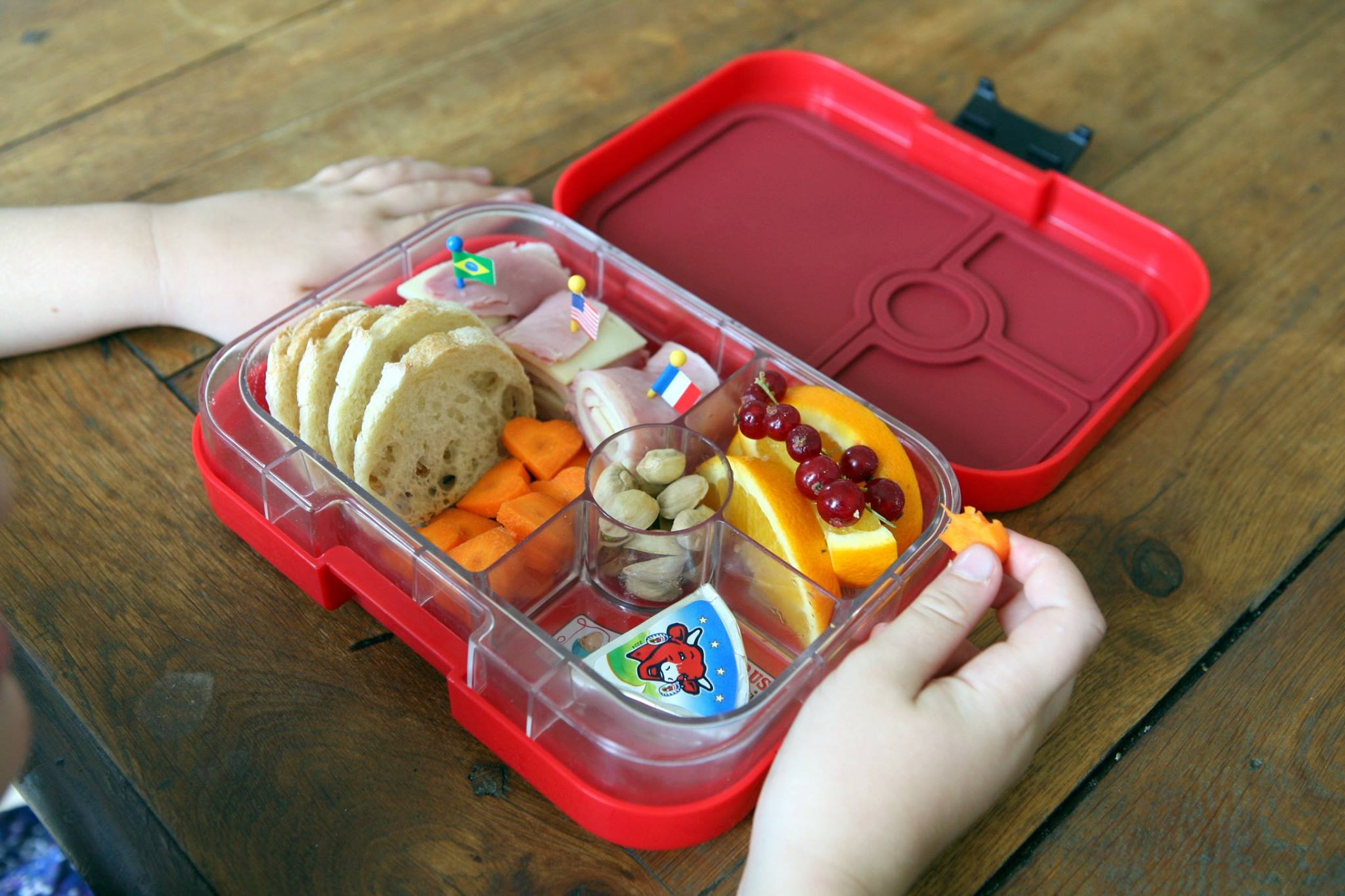 Yumbox Classic in Rocket Red