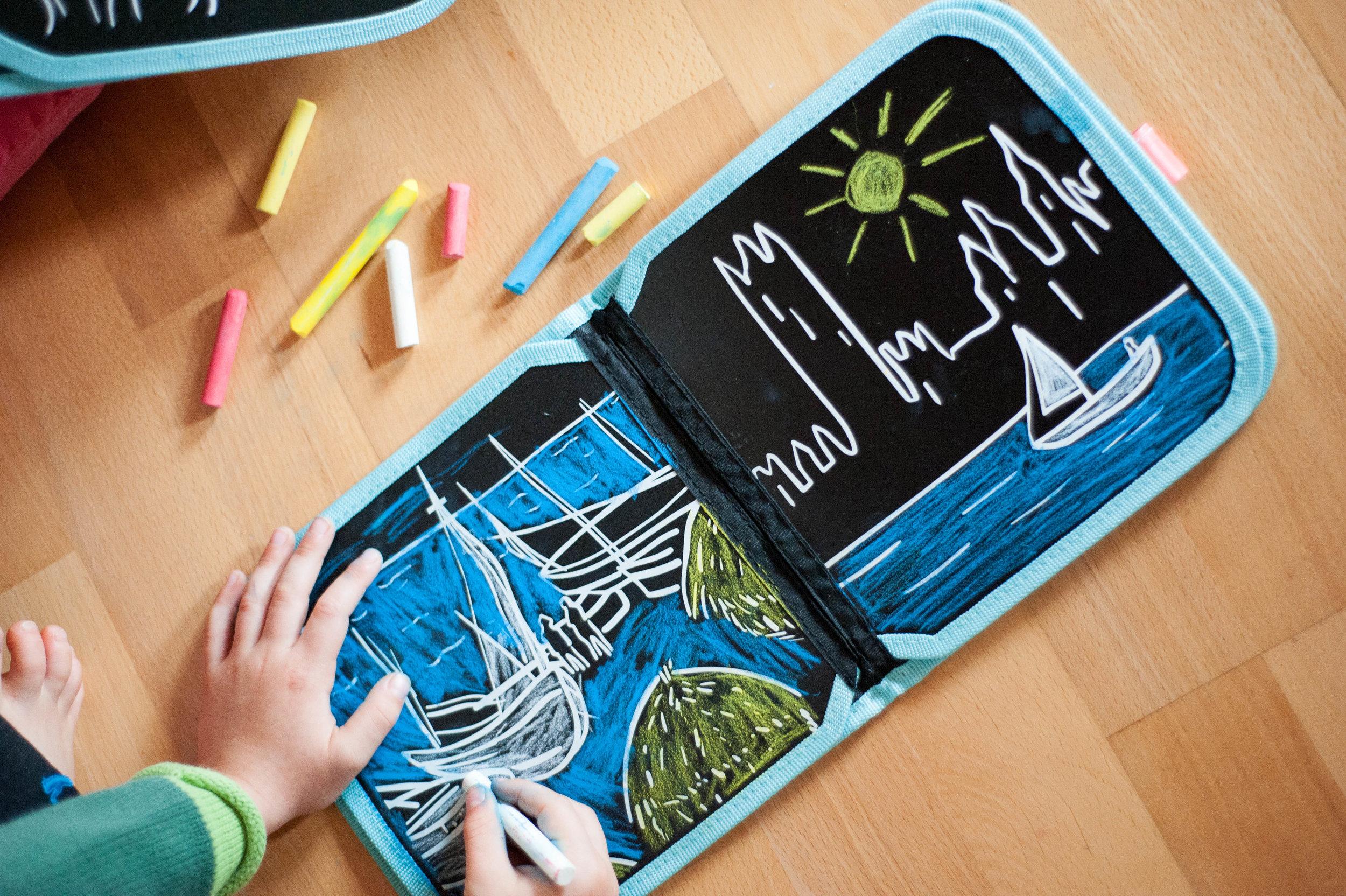 Jaq Jaq Bird Doodle and Go Chalk Book