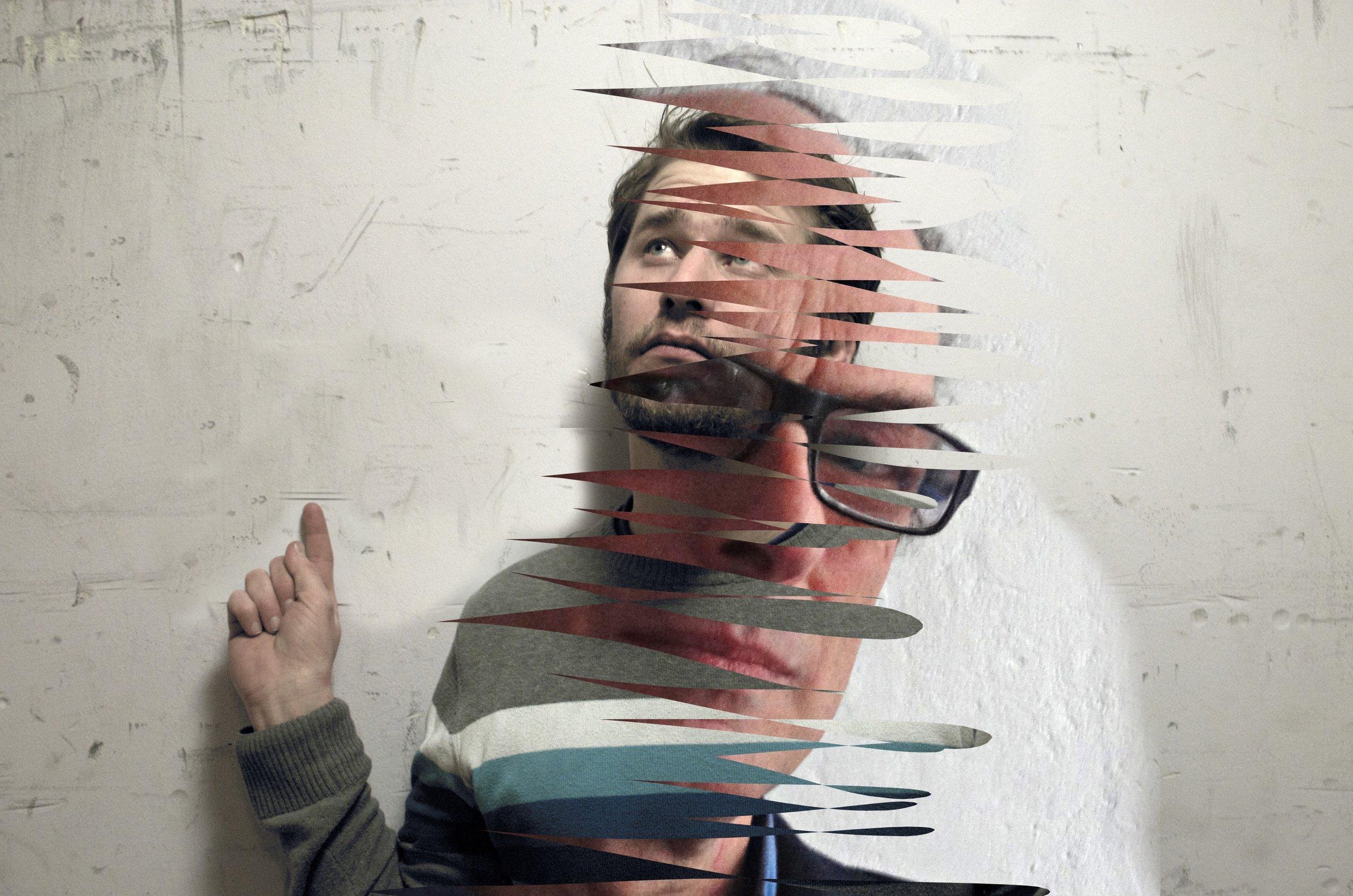 Entrenous: Dennis Gaens -Toni van Tiel - Gerard Koek - Karin van Pinxteren   Een artistieke blind date tussen 4 kunstenaars dus. Dennis Gaens, stadsdichter en Gerard Koek, maker van het kunstwerk 'To B' op de Castellatoren in de wijk Bottendaal. Dennis Gaens nodigde als gast de kunstenaar Toni van Tiel uit. Gerard Koek koos voor Karin van Pinxteren.