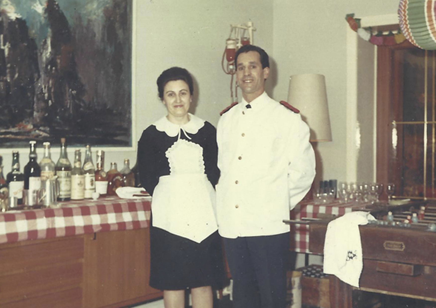 Mijn Spaanse grootouders toen ze aankwamen in Antwerpen. Ze kookten en dienden op bij een dokter thuis.