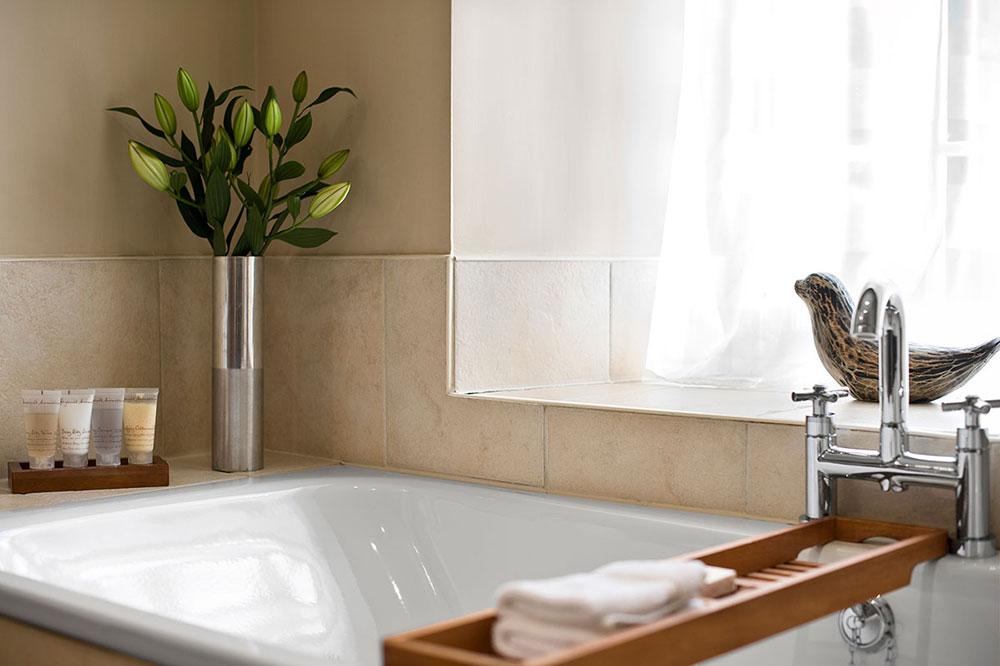 bathroom-at-assynt-house.jpg