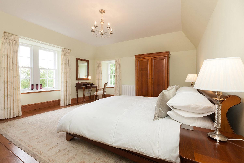 superking-bedroom-assynt-house-evanton.jpg