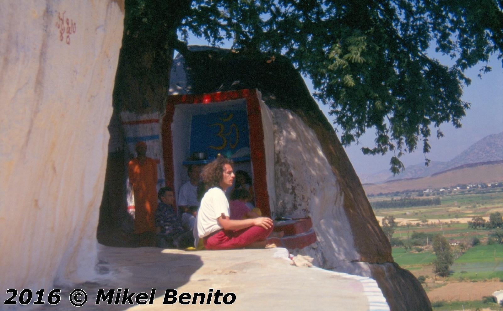 Aunque muchos lugares son buenos...algunos son mejores. Ermita del Arbol de los Deseos. India.