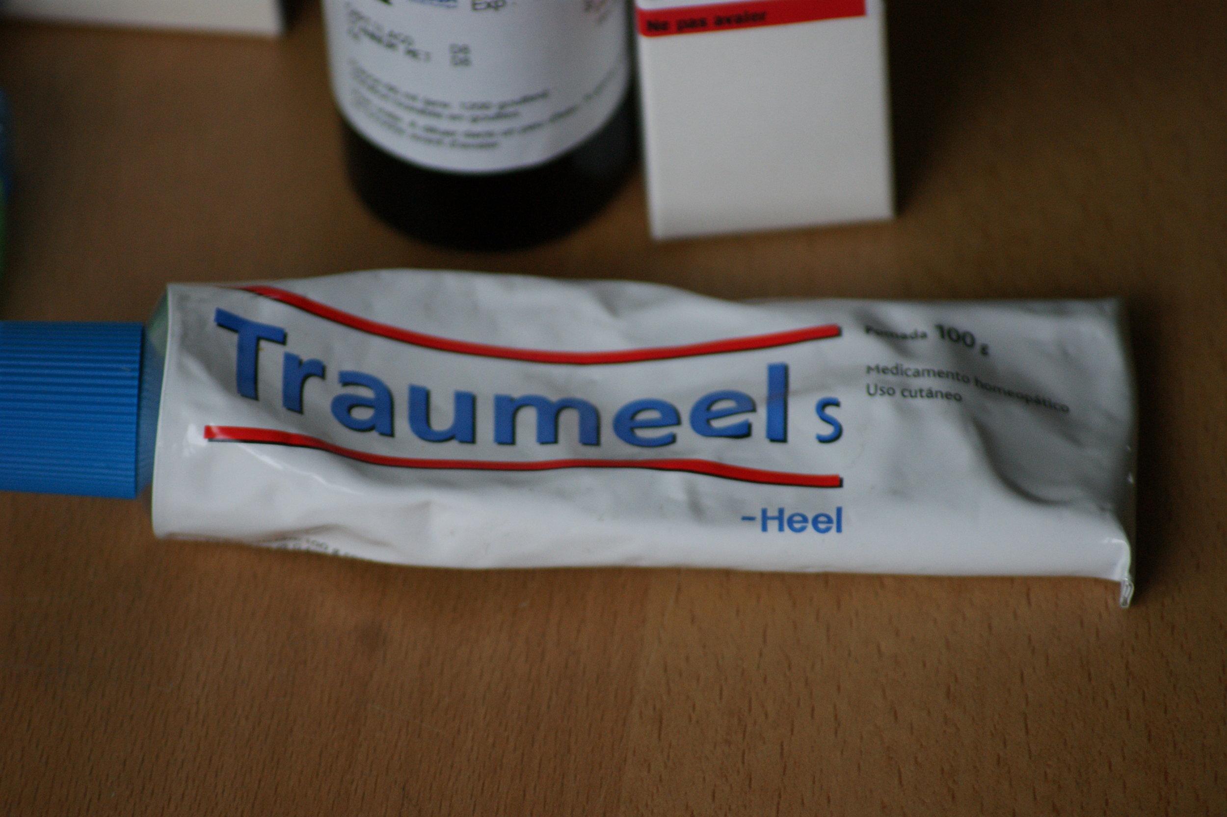 Esta es una pomada homeopática muy empleada desde hace años por muchas personas frente a golpes y traumatismos