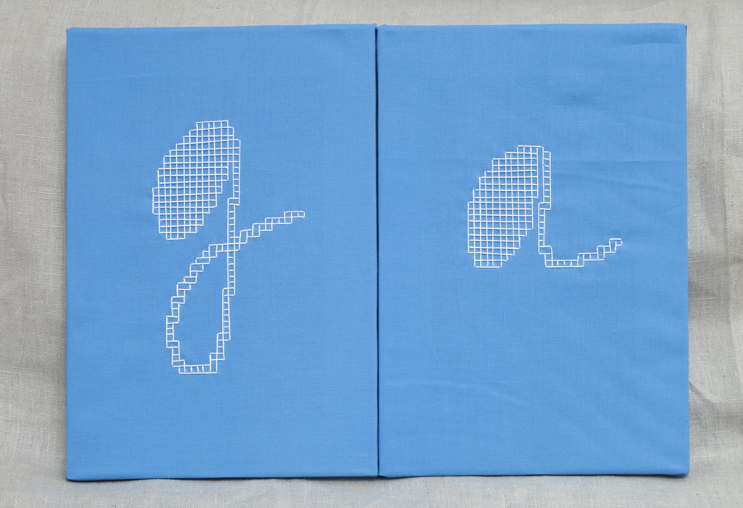 Linear    24x35 cm each, cotton fabric, embroidery  solo exhibition, Roza Azora Gallery Moscow, October 2014  © lisa olshanskaya