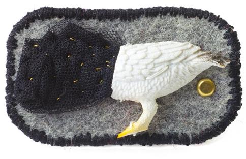 mini object / brooch