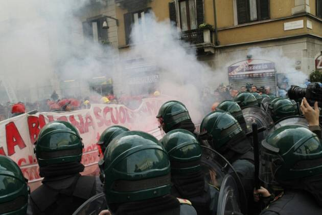 Milano, 14 novembre 2014, le cariche contro il corteo degli studenti