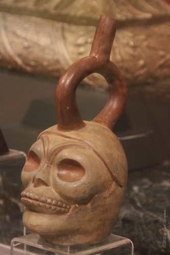 Examples of Pre Columbian stirrup vessels