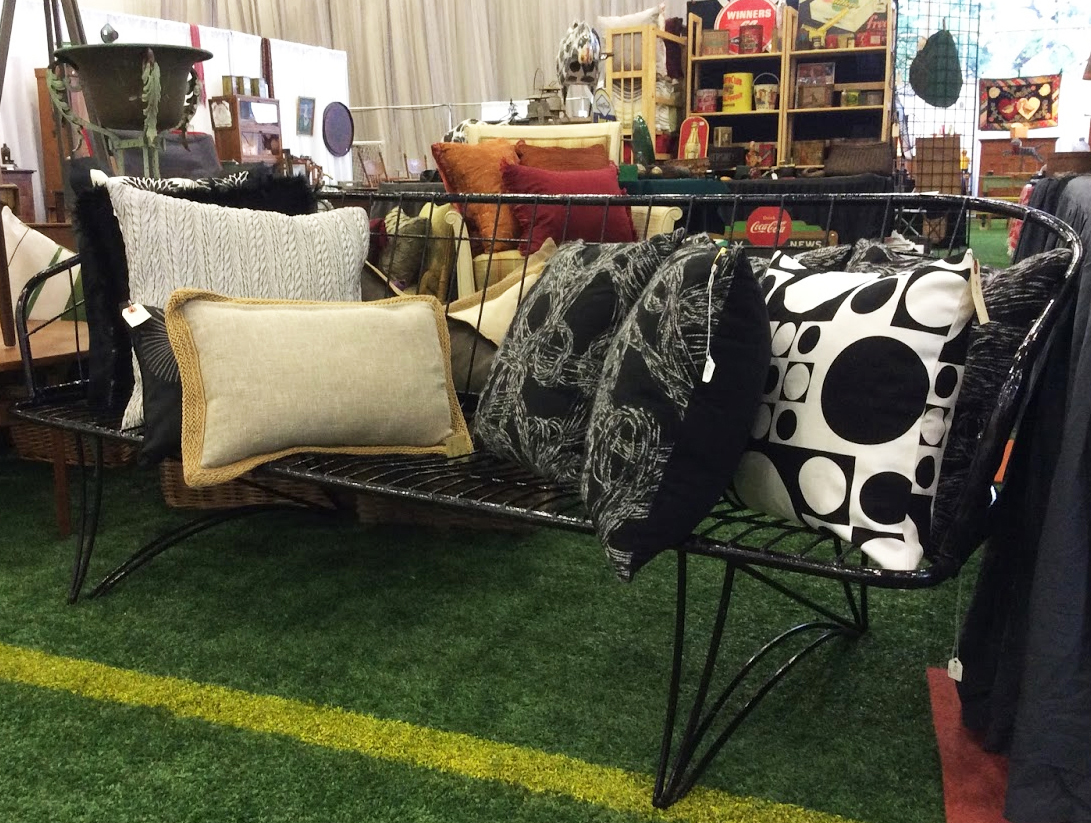 Ottawa_antique_and_vintage_market_wire_couch.jpg