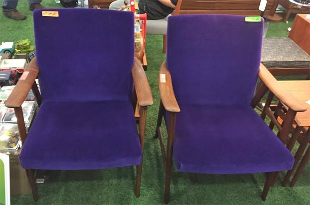 Ottawa-antique-and-vintage-market-purple-chair.jpg