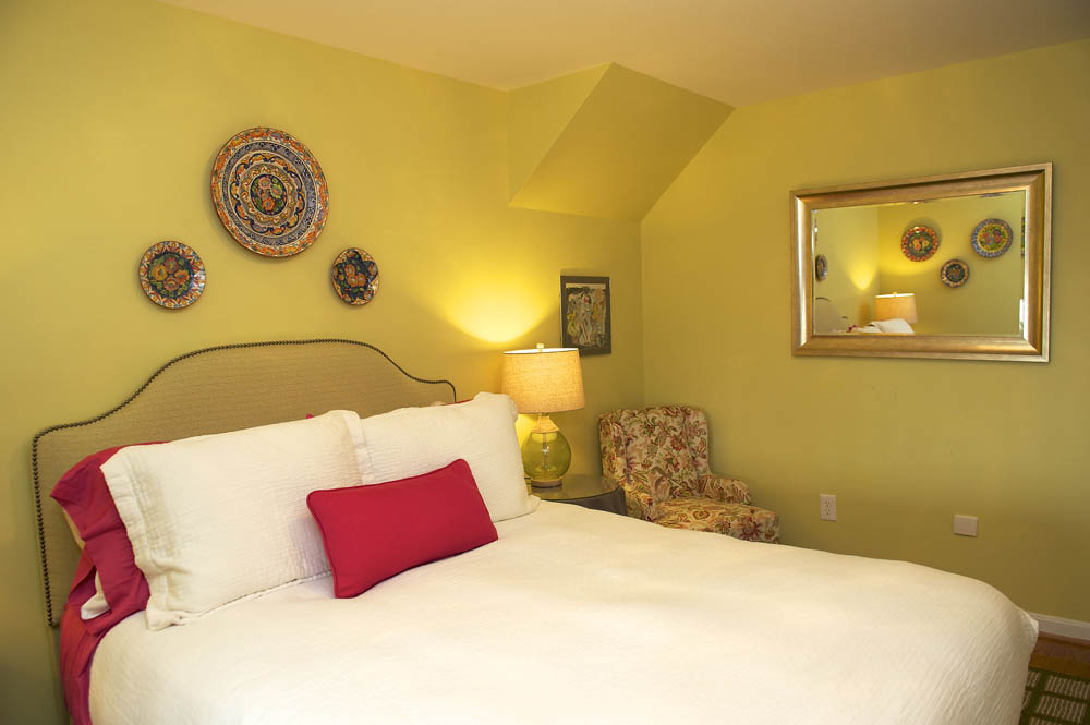Fave_Alberg Second Guest Room 2.jpg