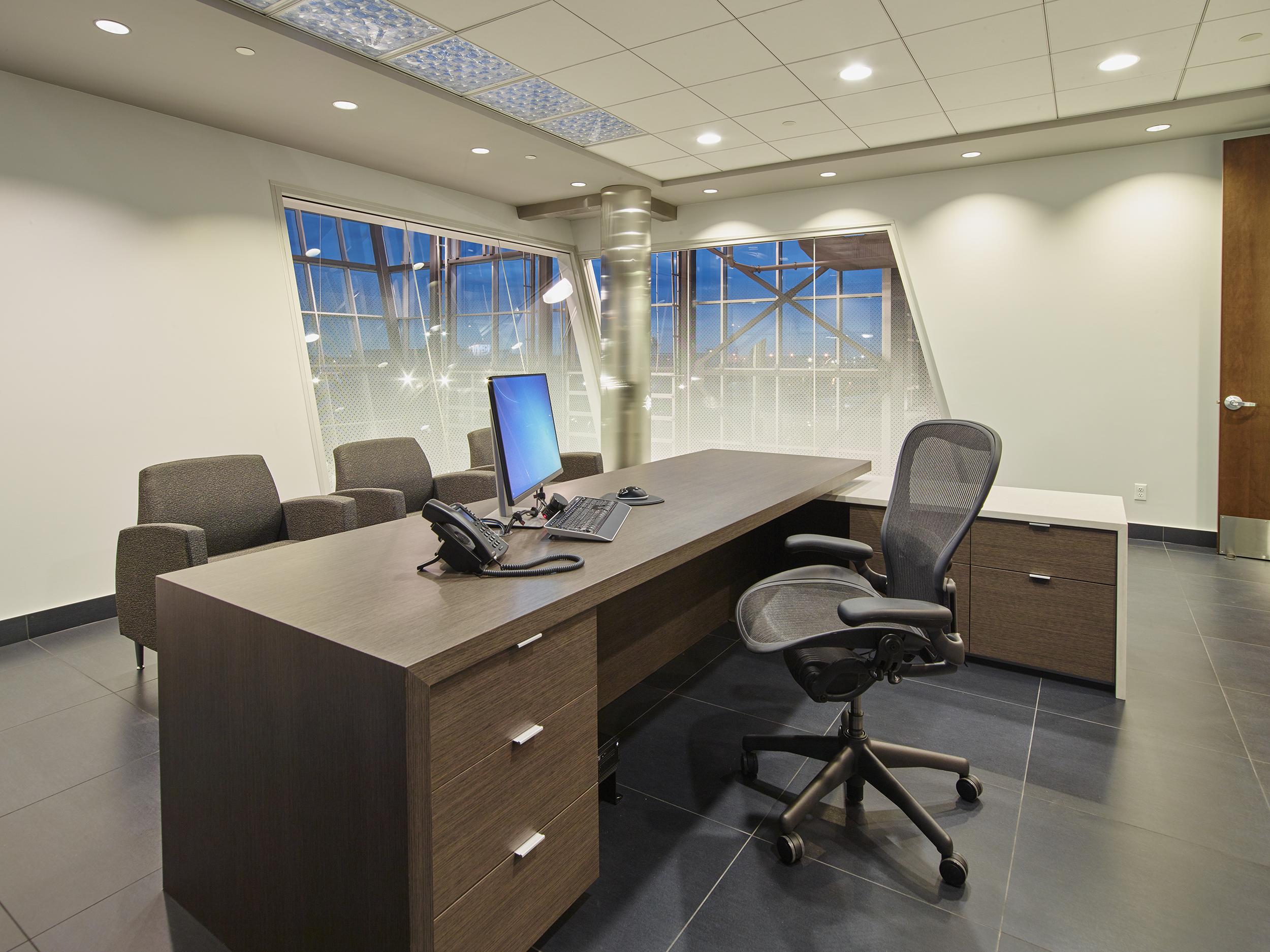 JD1318 Kennedy Kenworth Pres Office 18 Web.jpg