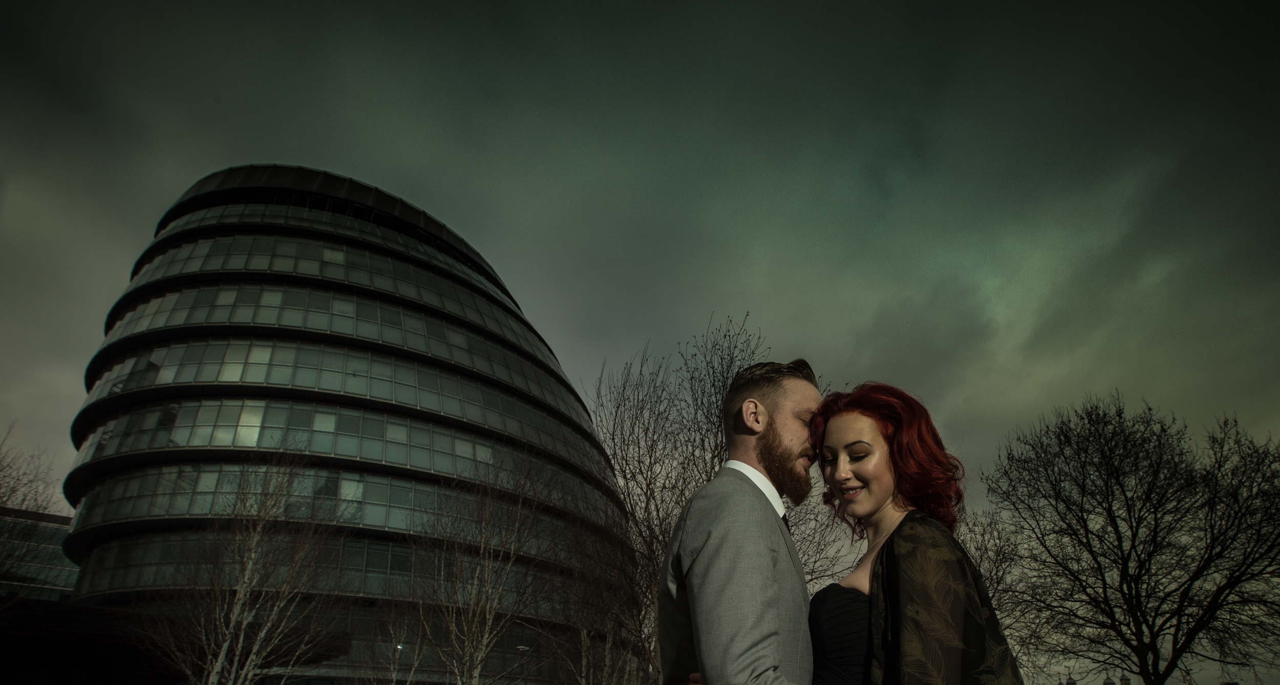 tower-bridge-engagement-london-uk-destination-wedding-photography-Adam-Rowley