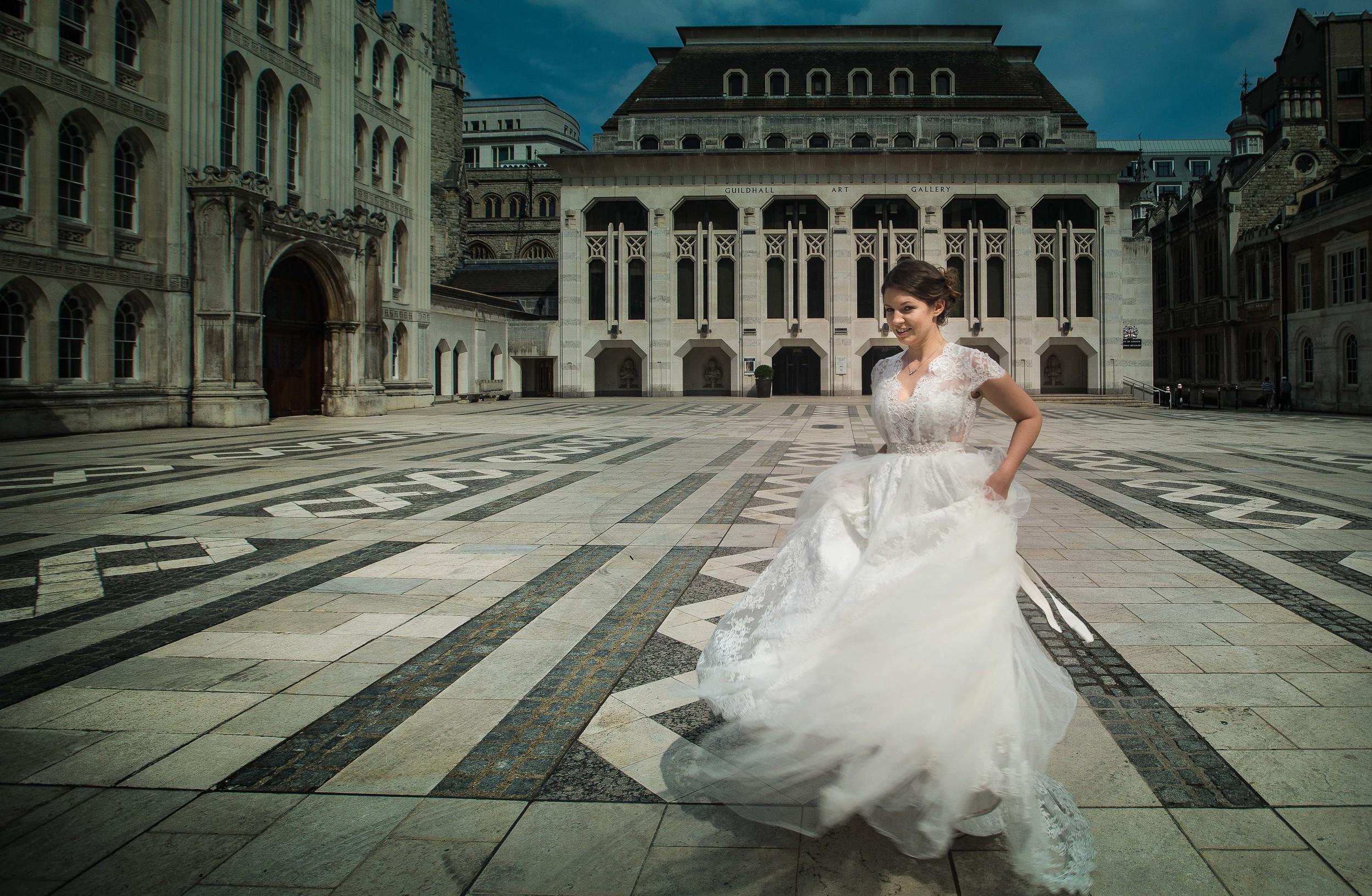 russian-bride-guildhall-london-uk-destination-wedding-photography-Adam-Rowley