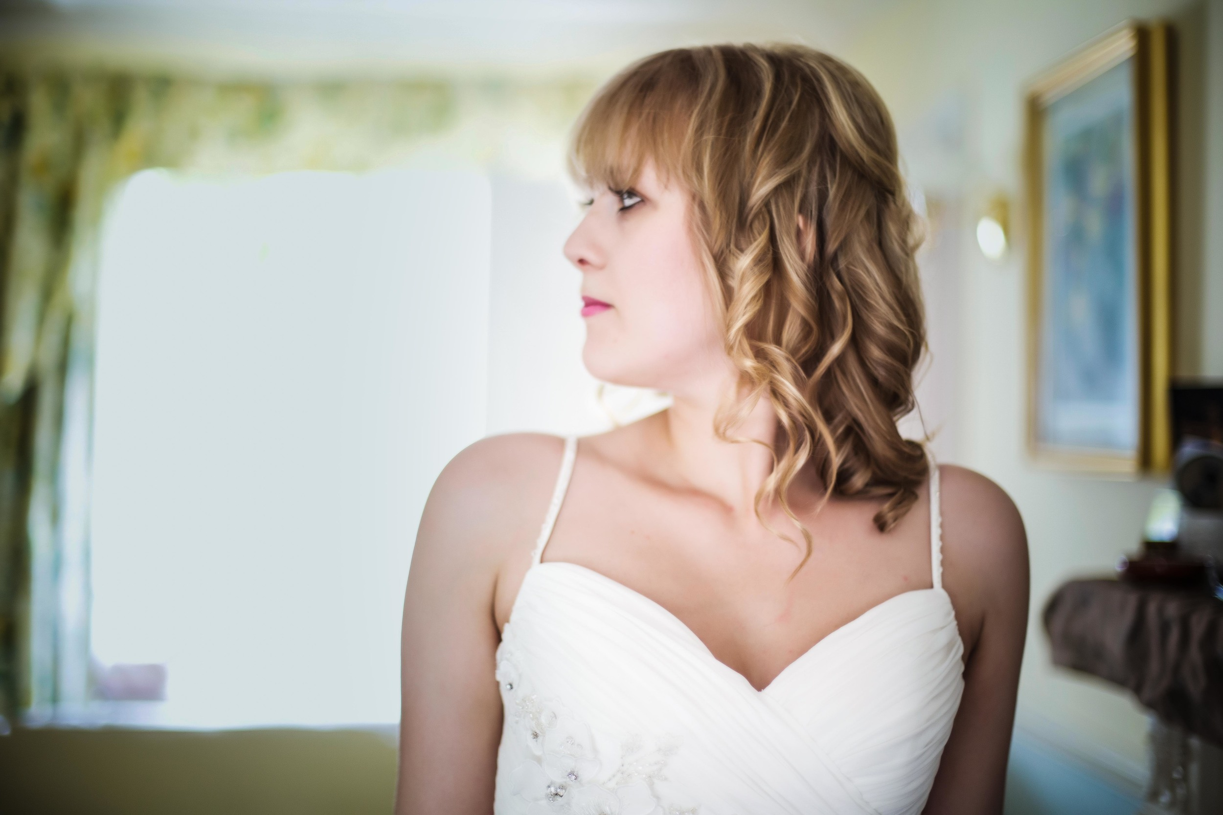 cochester-bridal-prep-london-uk-destination-wedding-photography-Adam-Rowley