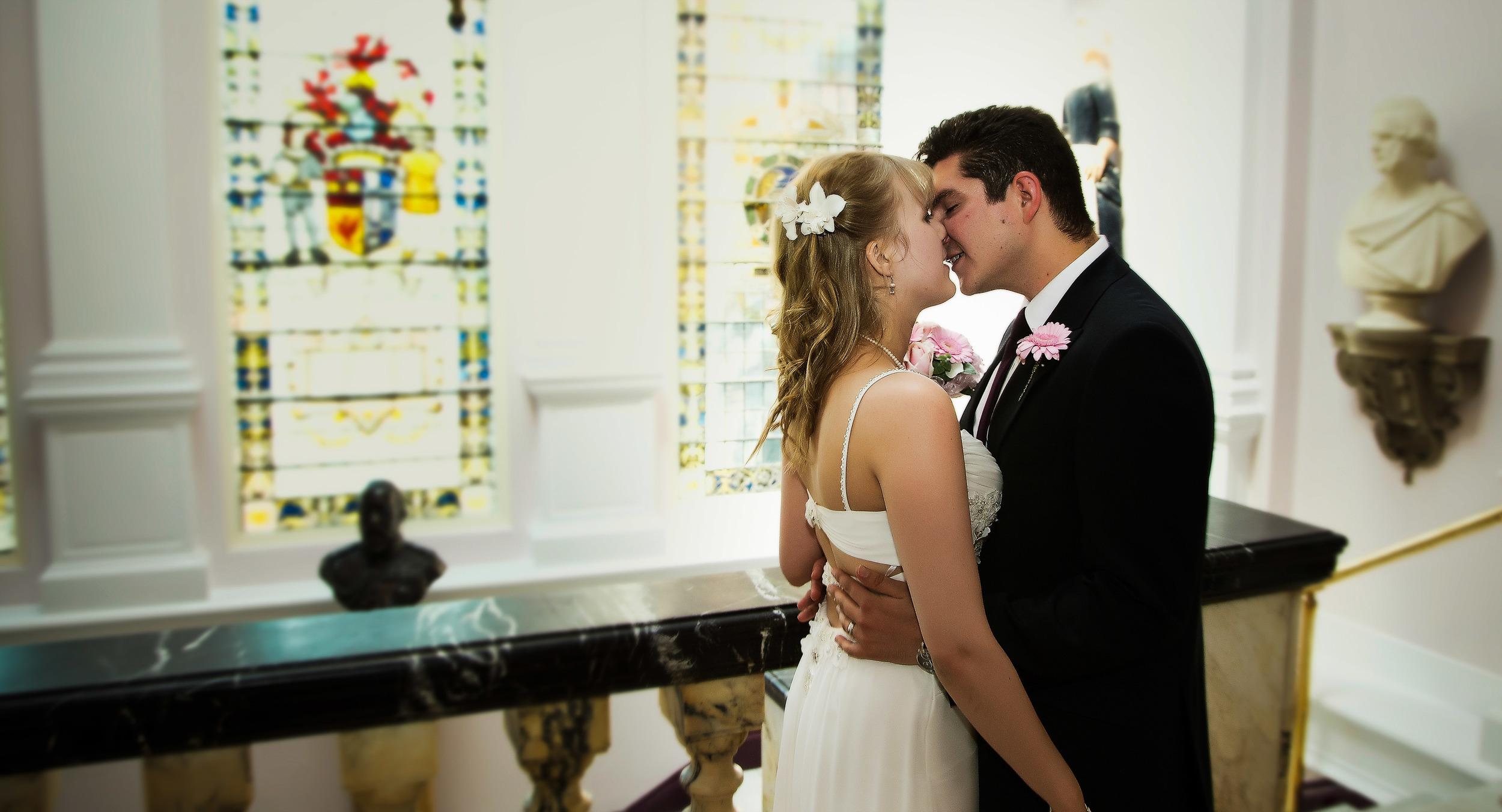 colchester-wedding-kiss-london-uk-destination-wedding-photography-Adam-Rowley