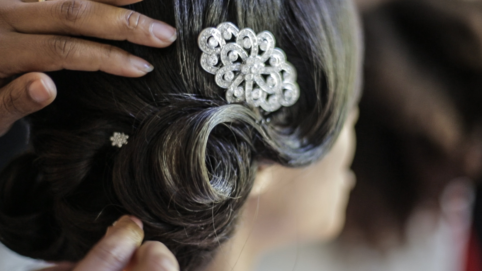 holland-park-bridal-prep-hair-2-london-uk-destination-wedding-photography-Adam-Rowley