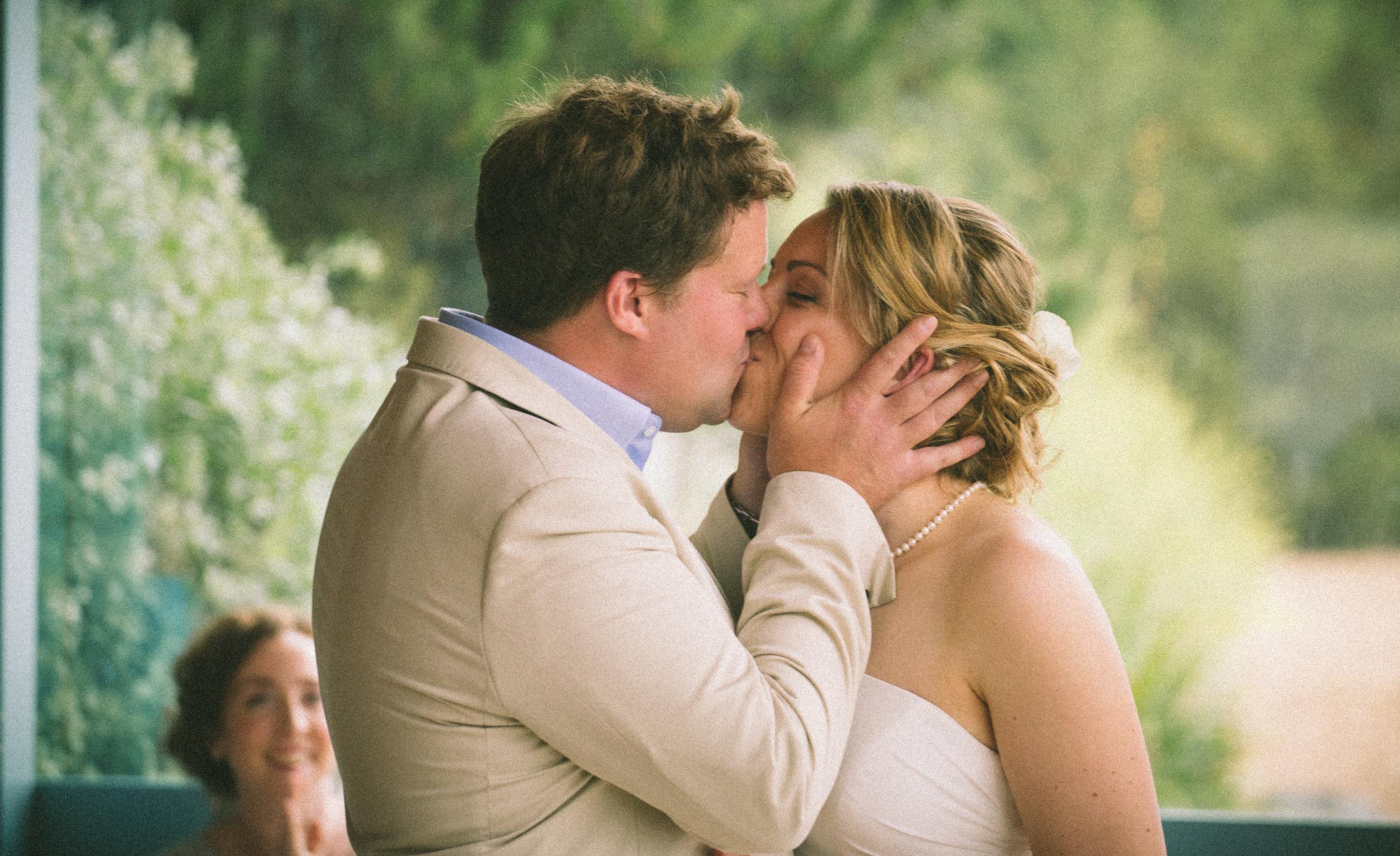 dartmouth-beach-wedding-kiss-2-london-uk-destination-wedding-photography-Adam-Rowley