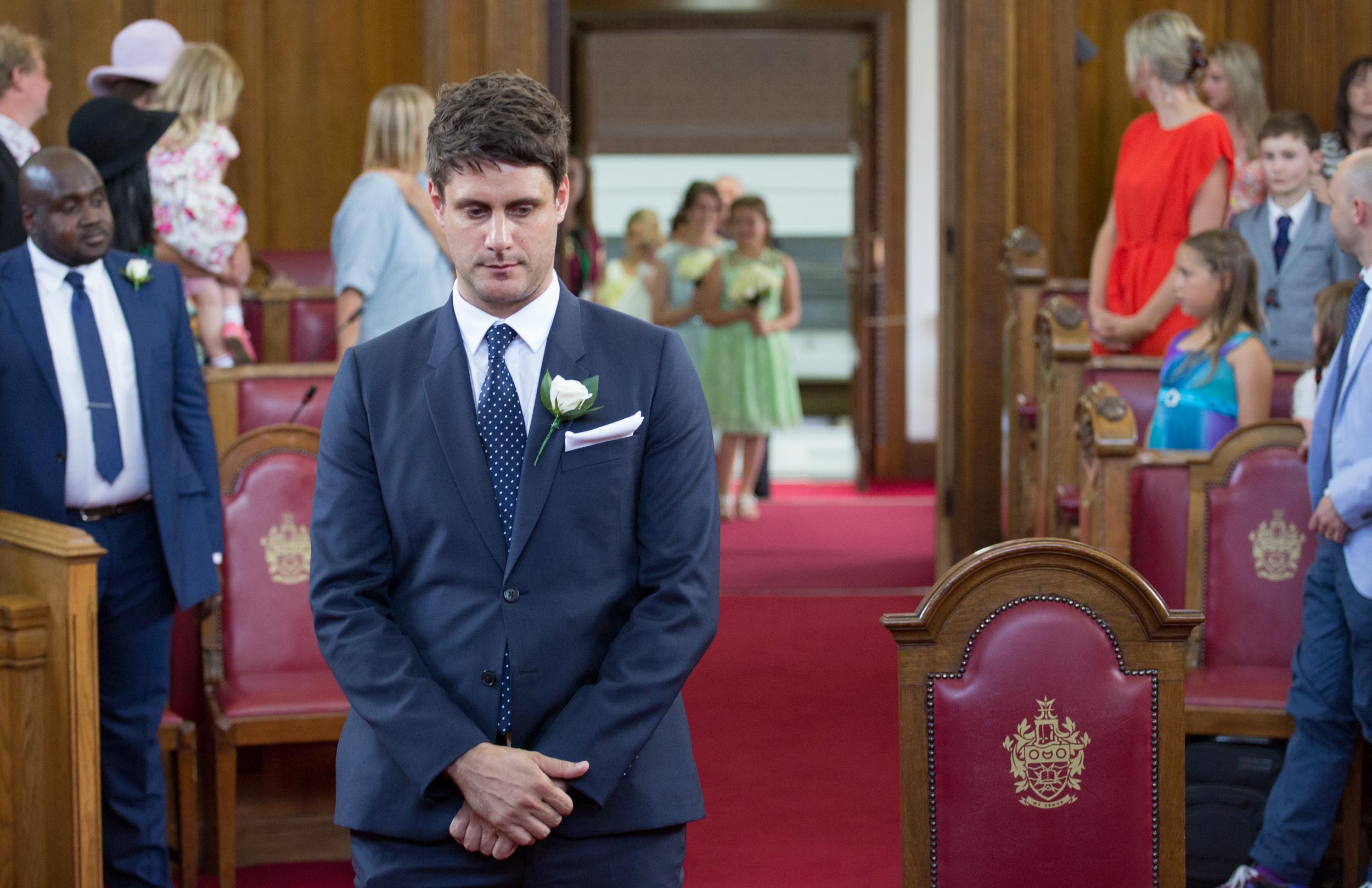 islington-town-hall-london-nervous-groom