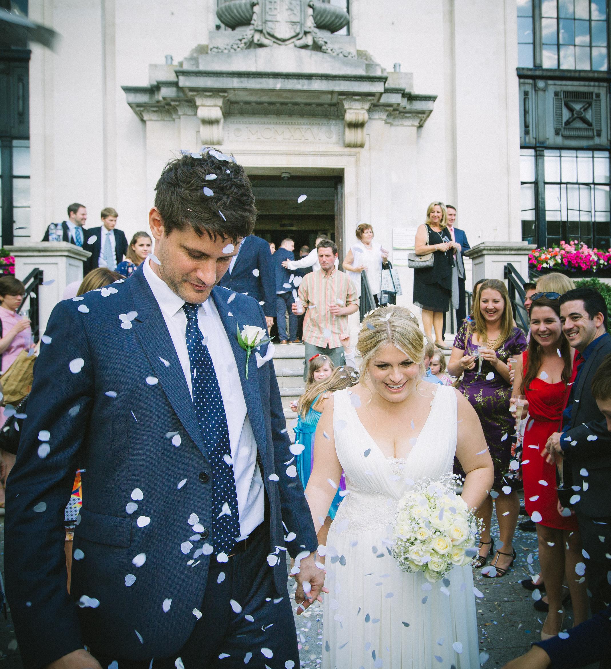 Islington-town-hall-confetti-bride-groom-1