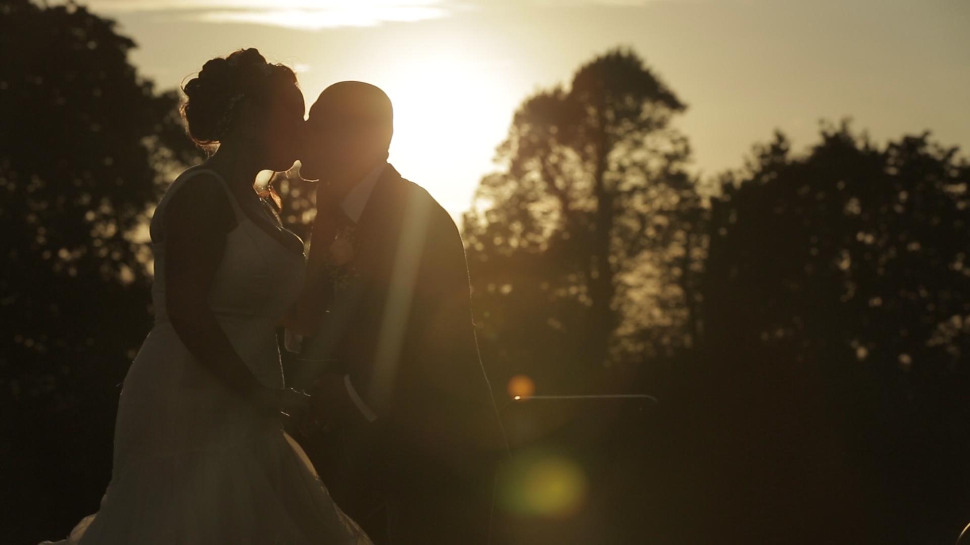 Richmond-park-sunset-wedding-kiss-pembroke-lodge