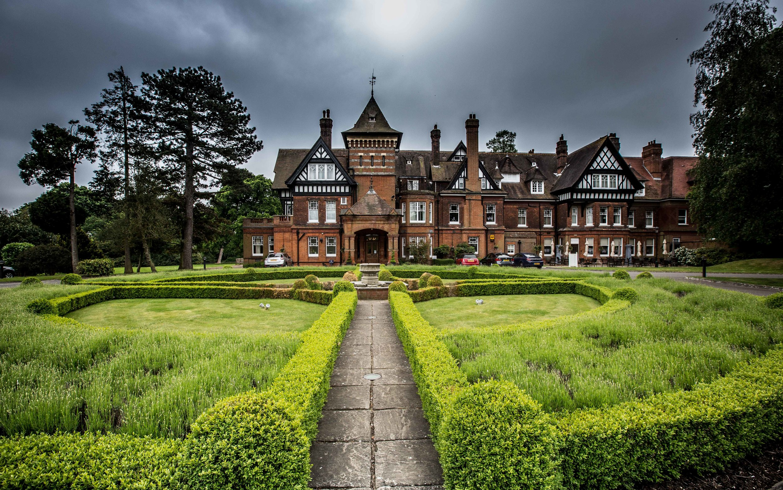 Woodlands-Park-Hotel-Cobham-Surrey-wedding-12